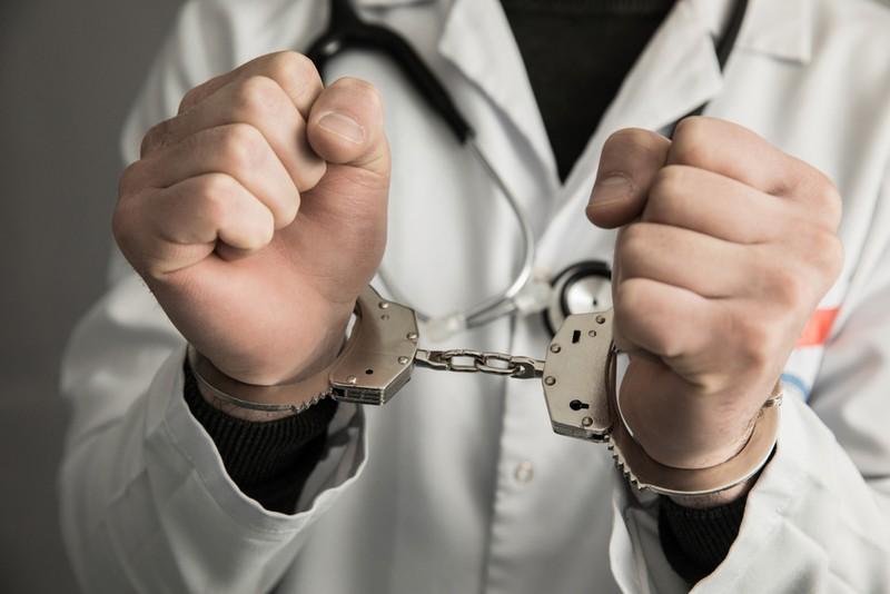 १३ बर्षीया बालिका बलात्कार गरेको आरोपमा डाक्टर पक्राउ