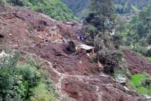 पर्वतमा पहिरोले घर बगाउँदा ५ जनाको मृत्यु, ३ जना बेपत्ता